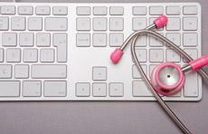 Stéthoscope et ordinateur