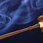 Marteau de juge et tabac